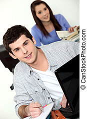 junger mann, gebrauchend, a, laptop