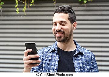 junger mann, gebrauchend, a, smartphone.