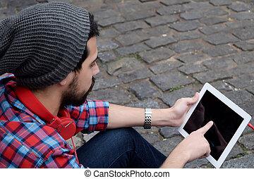junger mann, gebrauchend, a, tablet.