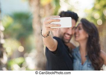 junger mann, halten mobile, nehmen, selfie, mit, freundin