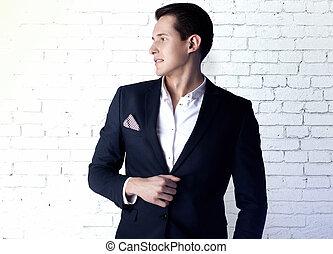 junger mann, in, suit.
