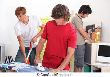 junger, mann, putzen, house-mates, drei