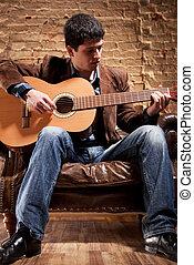 junger mann, spielende , auf, gitarre