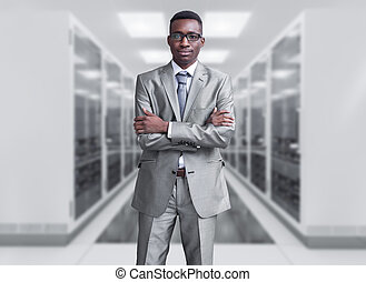 junger, schwarzer mann, in, serverraum