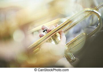 junger, trompete spieler