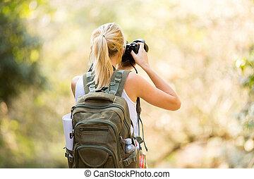 junger, weibliche , fotograf, in, berg