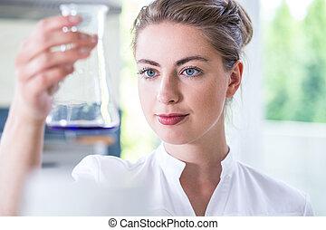 junger, weibliche , wissenschaftler