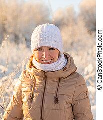junges lächelndes mädchen, in, winter
