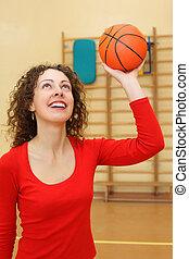 junges mädchen, würfe, basketball ball