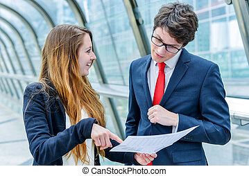 Junior executives dynamics consulting commercial documents