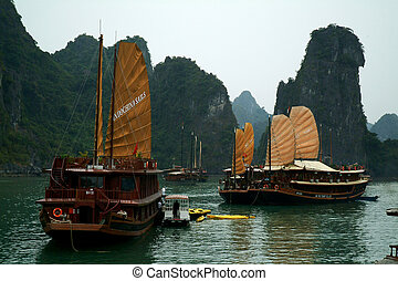 Junk ship in Halaong Bay. - Large Junk ship overwhelmingly...