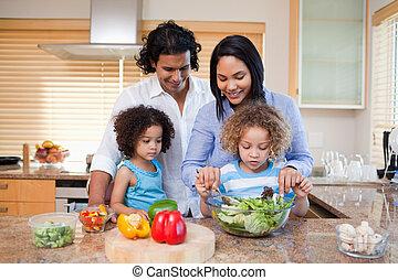 junto, cozinha, salada, família, preparar