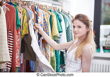jurkje, vrouw winkelen, jonge, winkel