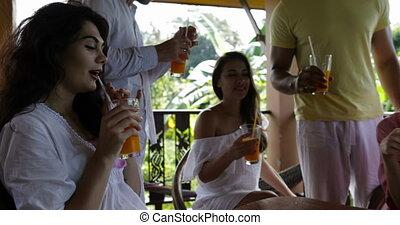 jus, été, rassemblement, groupe, gens, amis, hôtel, ensemble, matin, conversation, terrasse, course, boire, mélange