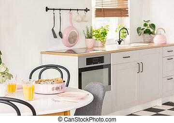 jus orange, et, nourriture, sur, table, dans, clair, salle manger, intérieur, wi