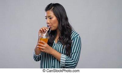 jus, paille, femme, plastique, boire, tasse