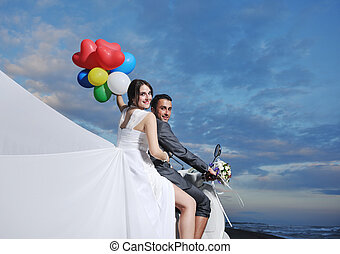 juste marié, couple, plage, cavalcade, blanc, scooter