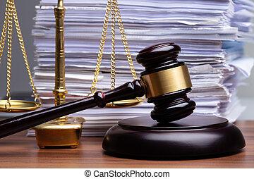 justice, bureau bois, marteau, balances