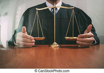 justice, droit & loi, mâle, bois, concept., salle audience, juge, table, balance équilibre