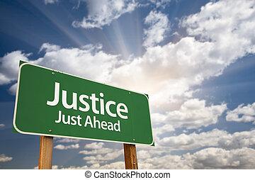 justice, juste, devant, vert, panneaux signalisations, et, nuages