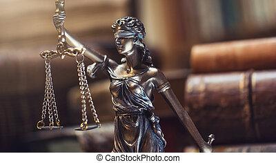 justicia de dama, estatua, con, libros viejos