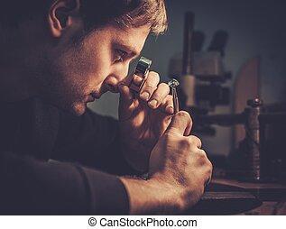 juvelerare, tittande vid, den, ringa, genom, mikroskop, in,...