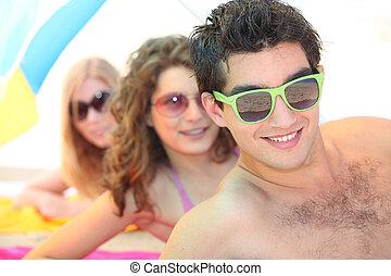 juventude, praia, óculos sol cansativo