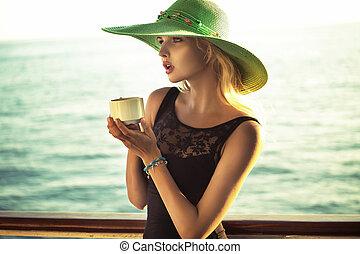 kávécserje, nő, csésze, fénykép, mód, birtok, furfangos