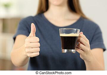 kávécserje, nő, csésze, feláll, lapozgat, hatalom kezezés
