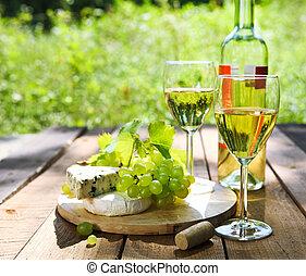 kã¤se, trauben, und, zwei, brille, von, der, weißwein