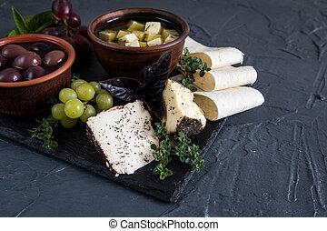 kã¤se, vorspeise, selection., vielfalt käses, bread, baguette, trauben, oliven