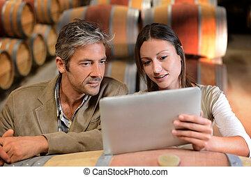 källare, kompress, winemakers, kontrollerande, priser, ...
