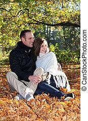 kärleksfullt par, delning, ögonblick, förtrogen