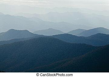 kék, ősz, parkosított széles főközlekedési út, hegygerinc