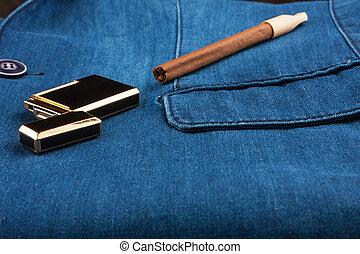kék, arany, farmeranyag, szivar, zakó, öngyújtó, fekvő