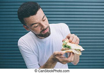kék, bit., minden, barna nő, bread., növényi, elszigetelt, darabok, látszó, háttér., szendvics, csíkos, két, birtok, között, azt, mosolygós, ő, szakállas, kiállítás, ember