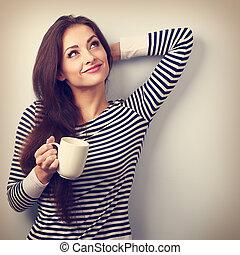 kényelmes, bájos, gondolkodó woman, hatalom csésze, közül, tea, és, gondolkodó, külső külső