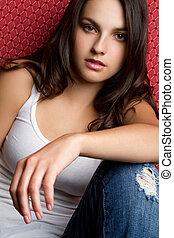 kényelmes, tizenéves lány