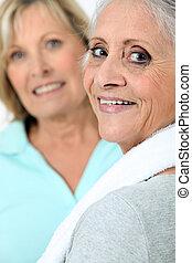 két, öreg women, alatt, sportruházat