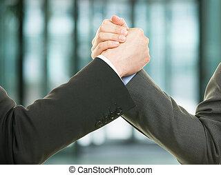 két, üzletember, reszkető kezezés