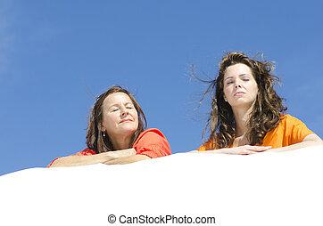 két, bájos, nők, fesztelen, -ban, tengerpart