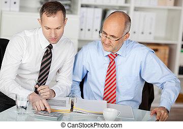 két, businesspersons, fejteget