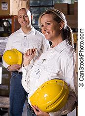 két, co-workers, alatt, hivatal, tárolás, raktárépület