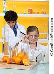 két, gyerekek, alatt, tudomány, laboratórium