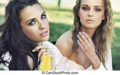 két, hölgyek, képben látható, coffe megszakadás