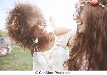 két, jó friends, -ban, a, fesztivál