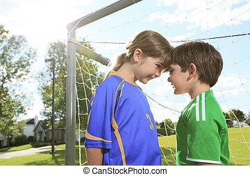 két, kölyök, játék, futball, képben látható, egy, mező