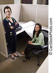két, spanyol, üzletasszony, gyűlés, alatt, hálófülke