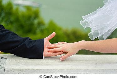 kéz, alatt, hands., esküvő párosít