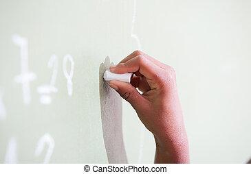 kéz, amerikai, zöld chalkboard, írás, afrikai származású, kölyök